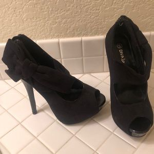 Women's Black Stiletto with Bow Accent